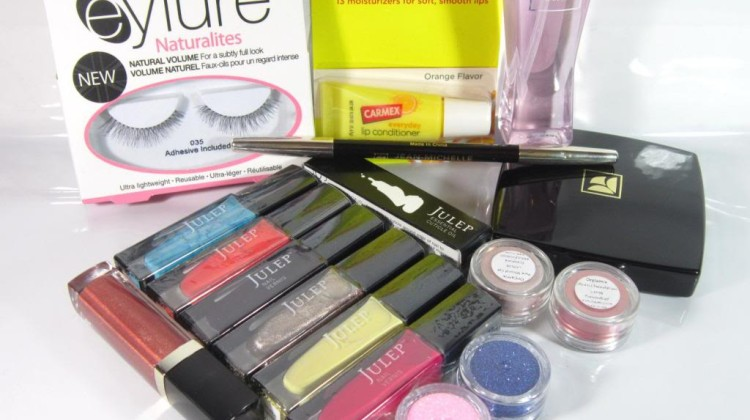 Blogger Sign Up : December Mega Make Up Giveaway