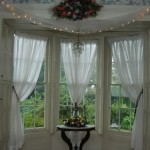 Semi-Sheer Valances: A Mixture of Modern and Old World Charm